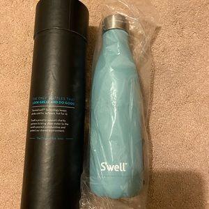 Swell Water Bottle Aquarmarine 17oz - NWT
